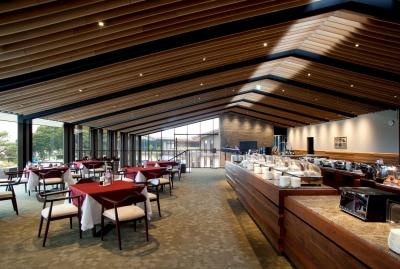 ゴルフ場内レストランで和洋の幅広い調理業務をお任せします