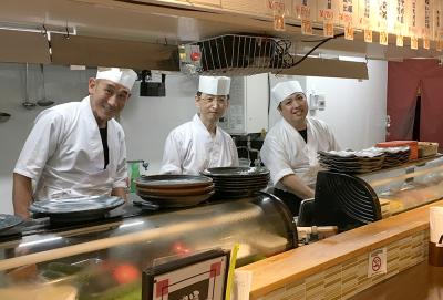 現在働いているスタッフは40代が中心。調理の技術など丁寧に教えていきます。