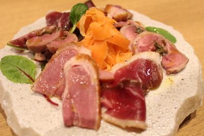 「あいち鴨」はじめ、トマト・アスパラなど、愛知県東三河エリアの食材を使用。(画像は既存店のもの)