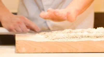 未経験でも月給27万円スタート!神戸・尼崎のそば店・うどん店で、キッチンスタッフとしてご活躍を!