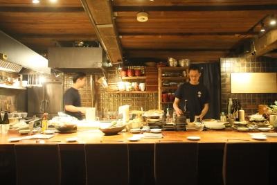 静かで落ち着いた店内。札幌の美味しい物好きなお客様が集まります。