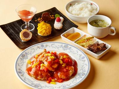 東京/府中にあるホテル内のレストラン&宴会場でキッチンスタッフとして料理長を目指そう◎