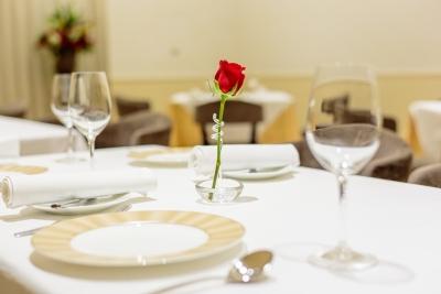三重ブランドの食材を積極的に使い、フレンチを基本としてイタリアンや和を織り交ぜたオリジナル料理を提供