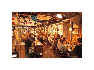 どこか懐かしい雰囲気の店内。昭和世代だけでなく、平成世代にも好評!
