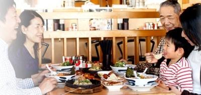 焼肉店は新鮮で安全なお肉にこだわっています。テーブルオーダースタイルの食べ放題形式です。