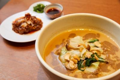 喜界島産のゴマを使った担々麺が大好評の繁盛店で、味と運営の秘訣を学びませんか。