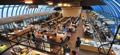 ビュッフェスタイルで、島食材を使った和洋中の朝食、ランチ、ディナーを提供しています。