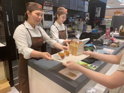 レンタルショップ『TSUTAYA』併設のベーカリーカフェ『リトルマーメイド』で販売スタッフを募集!