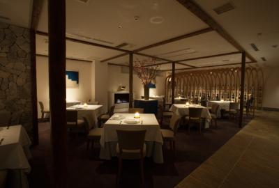 ソムリエも在籍するワイナリーレストランで、ワンランク上のサービス術と、ワインについて学びませんか。