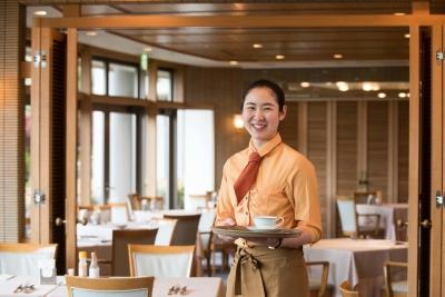 兵庫・有馬温泉を代表するリゾートホテル「有馬グランドホテル」でレストランのサービススタッフ募集!
