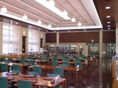 私立大学の施設ですので、たくさんの学生さんが利用されています。活気があって明るい雰囲気の職場です☆
