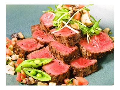 当店では、コースのメインは必ずステーキを。上質な飛騨牛をお出ししています。