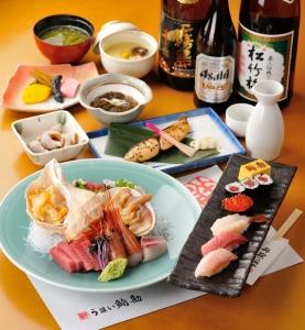 お寿司のほかにも一品料理、お刺身も提供。仕上げの「アラ汁」も人気です。