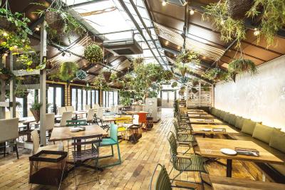 緑あふれるカフェレストランで調理スタッフとして活躍しませんか!
