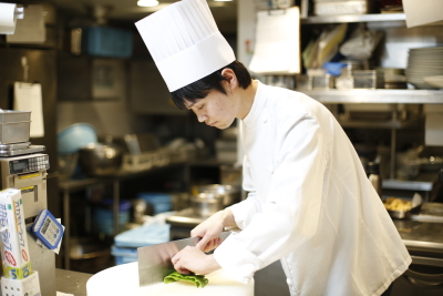 専門施設での丁寧な研修もあり。中華料理人としての腕を磨けます