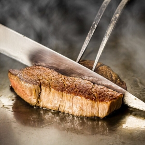 ステーキ・鉄板焼きに合うブランド牛の選定からはじまり、店名やお店の雰囲気など、一緒に作り上げましょう