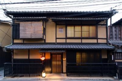 京都を代表する老舗ステーキ店で、一流の技を身につけませんか?