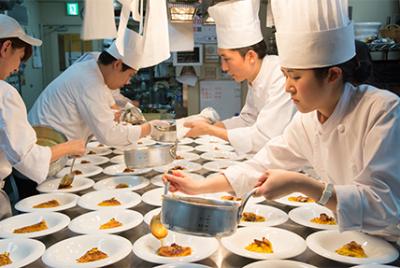北海道大手のブライダル会社が運営する「宮の森フランセス教会」にて、料理長候補を募集します。