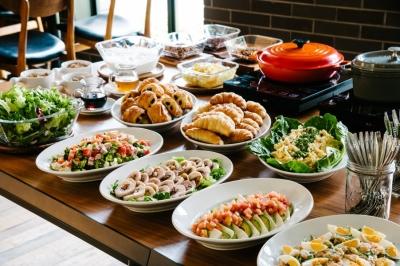 調理やマネジメント、メニュー考案など、多彩な業務に携われます。