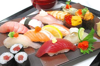 寿司職人の経験者も大歓迎!新鮮なネタとお持ちの技術でお客様に至福の一時を…。