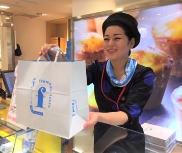 東京駅にある人気スイーツ店で楽しくアルバイトしませんか?やさしいスタッフが自慢の職場です(^^)
