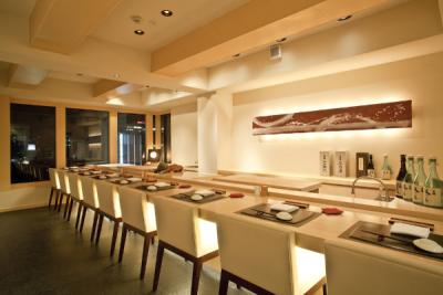 六本木、白金の人気店で鮨職人として活躍しませんか。