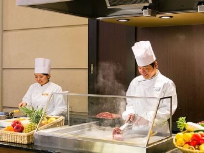 """ライブクッキングスペースで""""魅せる料理""""にチャレンジできます!"""
