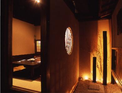 古民家ながら新しい、和モダンの店舗でお客さまを癒してください