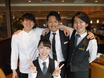 週3日~OK◆未経験からはじめるホールのお仕事!シンガポール発のステーキレストラン★