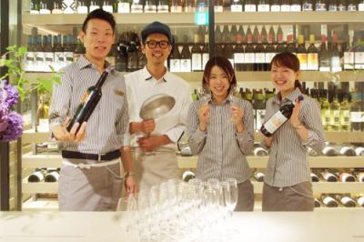 デザインホテルで新空間を創る、レストランホールスタッフの募集です☆