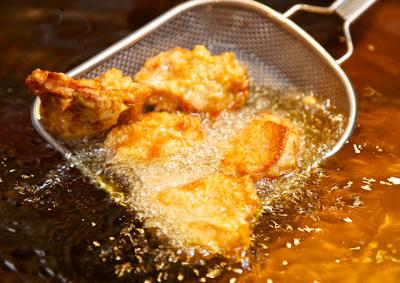 薪窯でピッツァ職人が本場のナポリピッツァを焼き上げる店舗も!