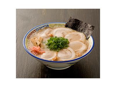「呼び戻しスープ」の伝統技法を守り、自家製麺など厳選素材と調和した、渾身の一杯をお届けしています