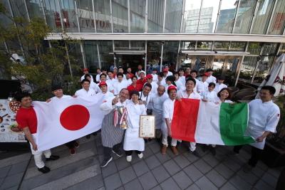 東証二部上場の安定基盤を築く当社で、キャリアアップ、独立、それぞれの夢を持つ仲間と共に働きませんか。