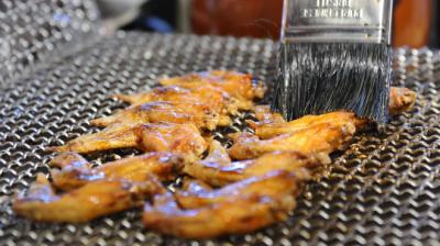 24時間営業の鶏料理に定評のある居酒屋の店舗スタッフとして活躍しませんか。