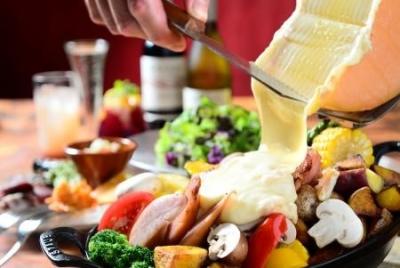 11月オープンの新店でも募集中!ラクレットやブッラータなどが目玉の、チーズ専門店です。