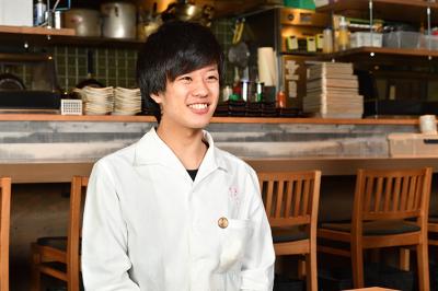 20代で店長、月給40万円オーバーのスタッフも!!チャンスは平等にあります!