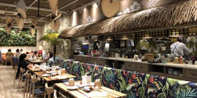 リゾート感たっぷりの店内でロコフードを提供するハワイアンカフェ◎