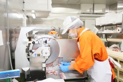 急成長をとげるスーパーマーケット『オーケー』!精肉部門をになうスタッフを募集します。