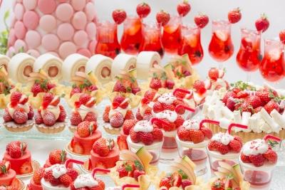 毎年すぐに満席のご予約をいただく、苺のデザートビュッフェです。九州の苺をふんだんに使用します。