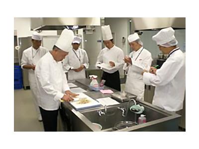 基礎調理研修や和・洋・中調理の研修、スチコン調理の研修など充実の研修制度でスキルが磨けます