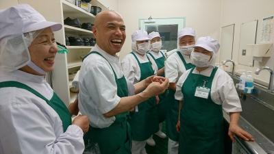関西一円で160施設の給食サービスを受託し、1,700名のスタッフが活躍しています。