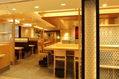 全国から鮮魚が集まる築地市場に総本店を構え、都内に20店舗以上を展開する人気寿司店。