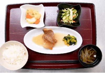 大量調理の現場での経験が活かせます!食べやすさの工夫や、季節感を取り入れた食事で、お客様を笑顔に。