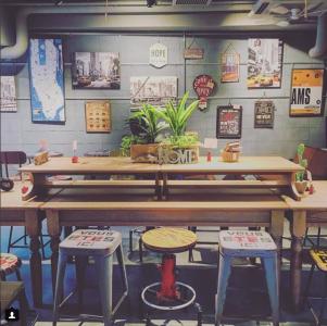 低価格で人気の生活雑貨ブランドのカフェ併設店で、SV・マネージャーとしてご活躍を!