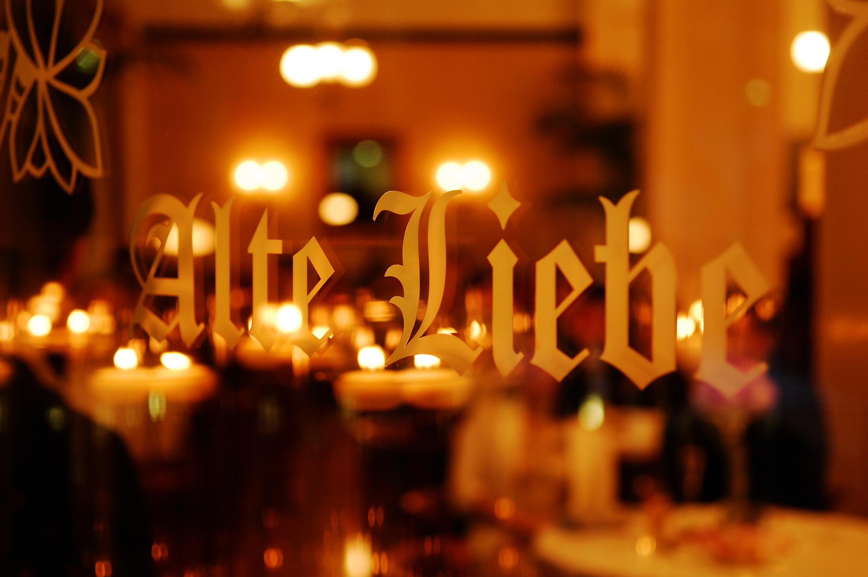 ミシュランガイドにも掲載された老舗レストランで、本場の生演奏を聴きながら働けます♪<土日祝は急募!>
