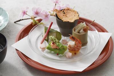 館内には、フレンチ、和食、鉄板焼きの3つのレストランがあります。