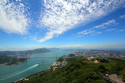 関門橋や船が行き交う関門海峡を望む、市営の宿泊施設です。