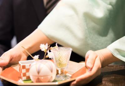 京都市内で展開している日本料理店2店舗で、ホールスタッフを募集。