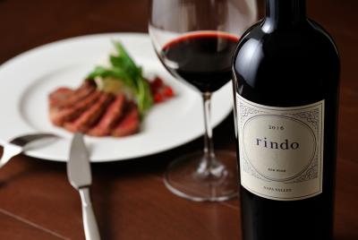 お料理などを提供しながら、ワインについてのご説明などもお任せします。