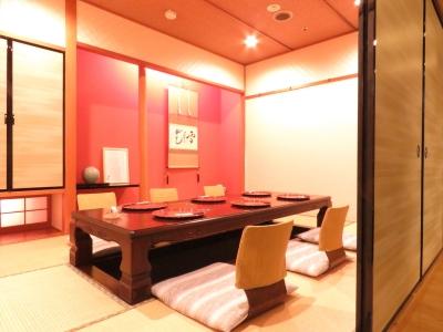 ホテル内のカレービュッフェレストランと日本料理店で、経験・能力を活かして未来の店長へ!